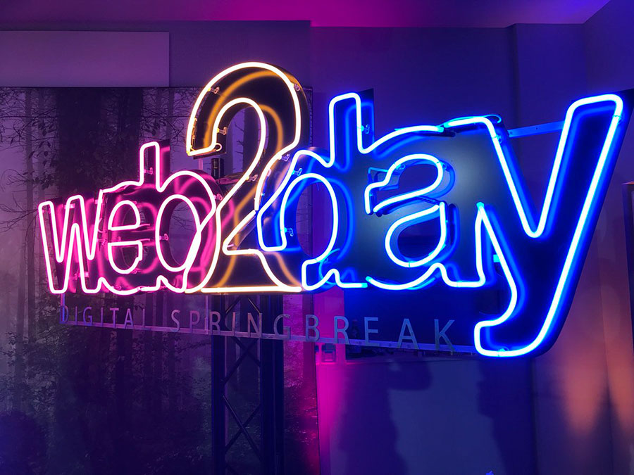 web 2 day - lettrage neon